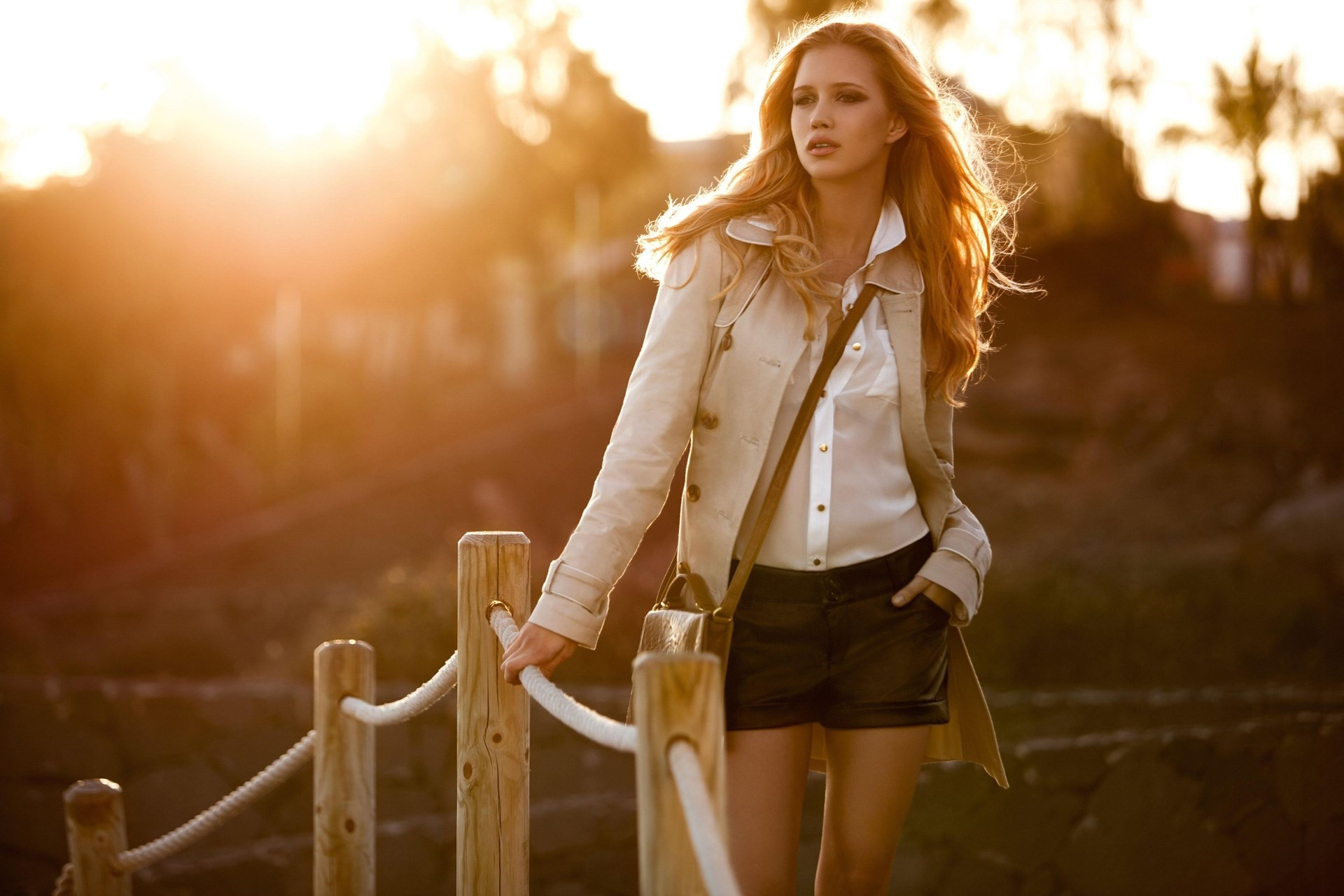 Fashion-Blonde-Girl-at-Sunlight-HD-Wallpaper